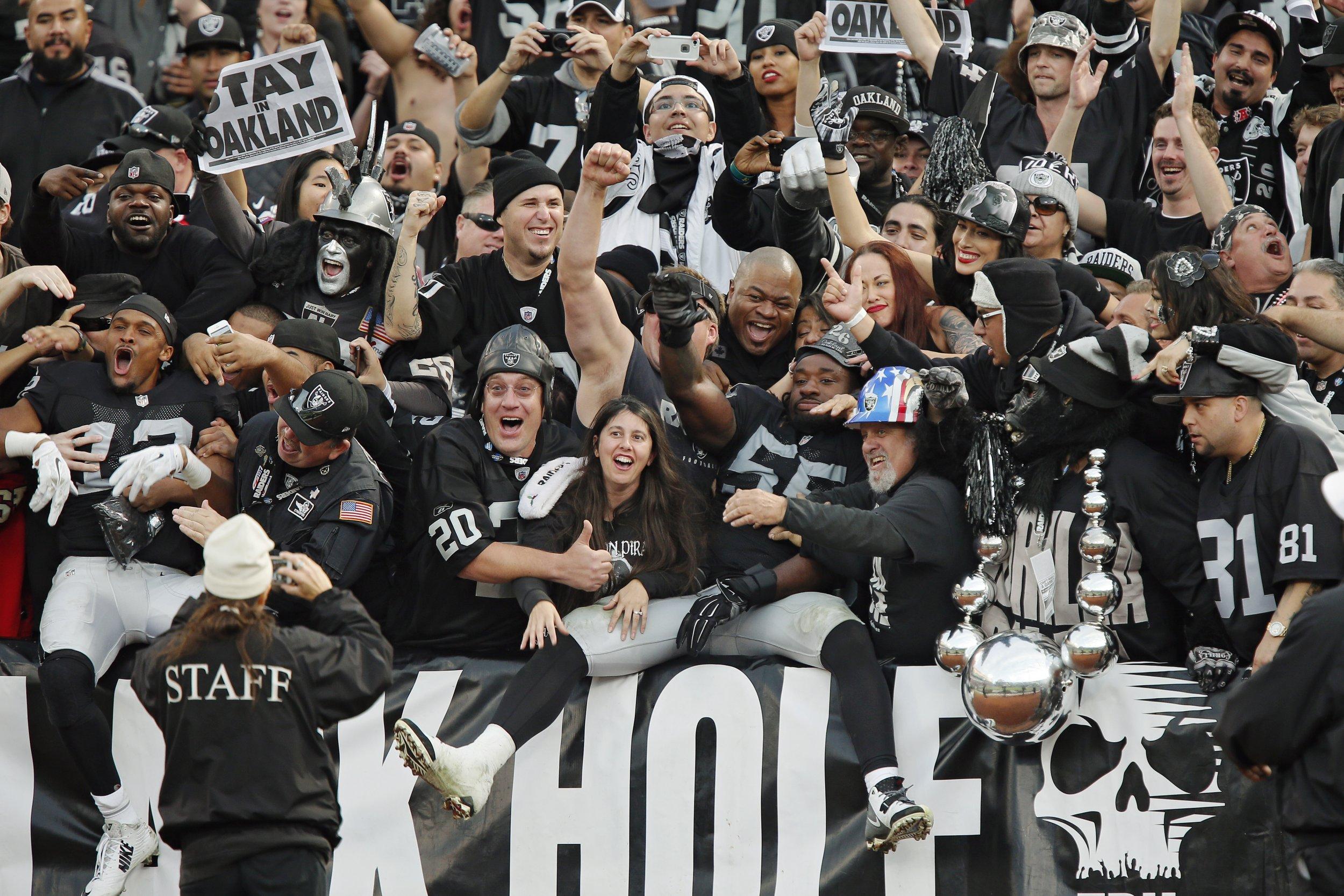 Oakland Raiders Black Hole Fans