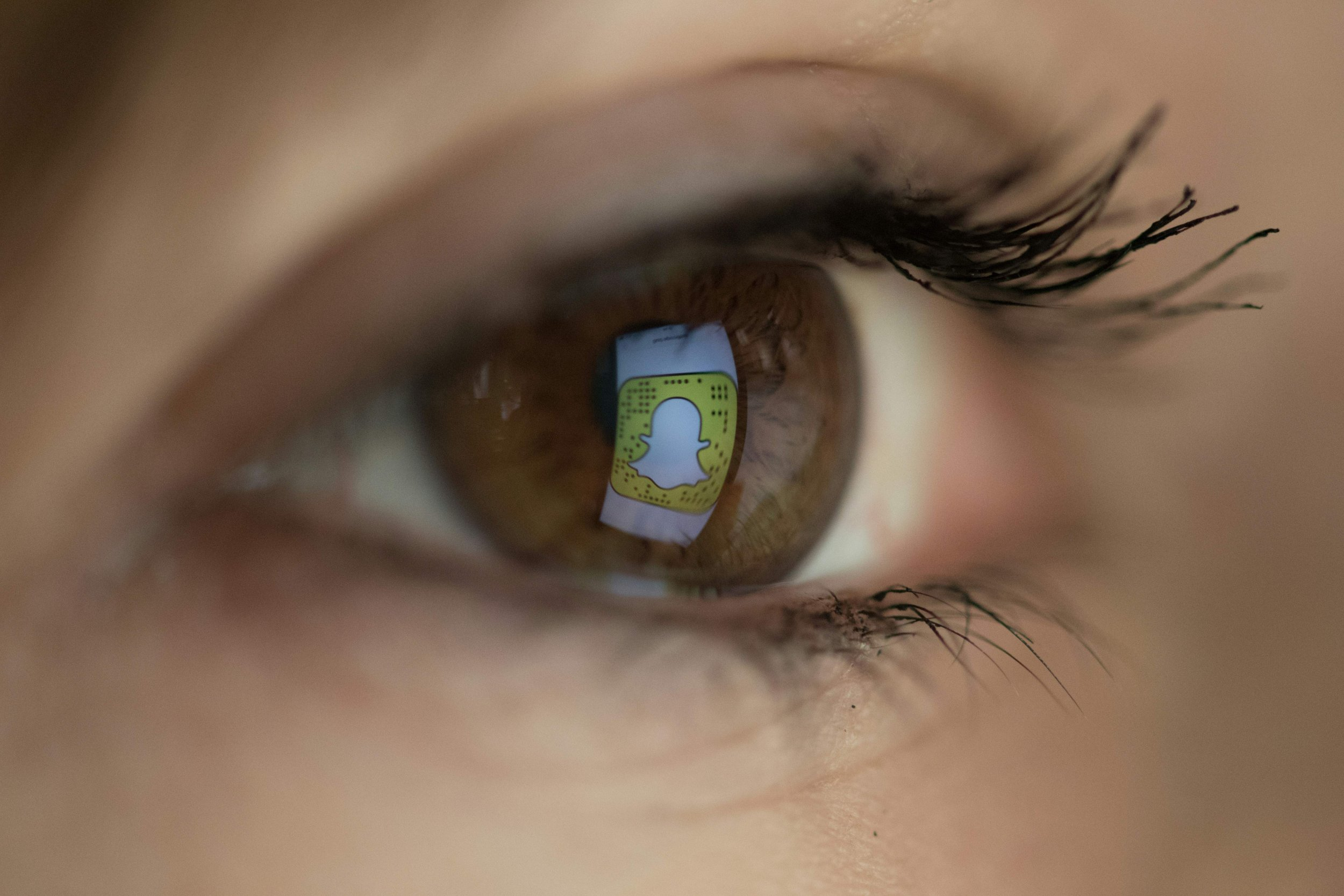 snapchat eye logo
