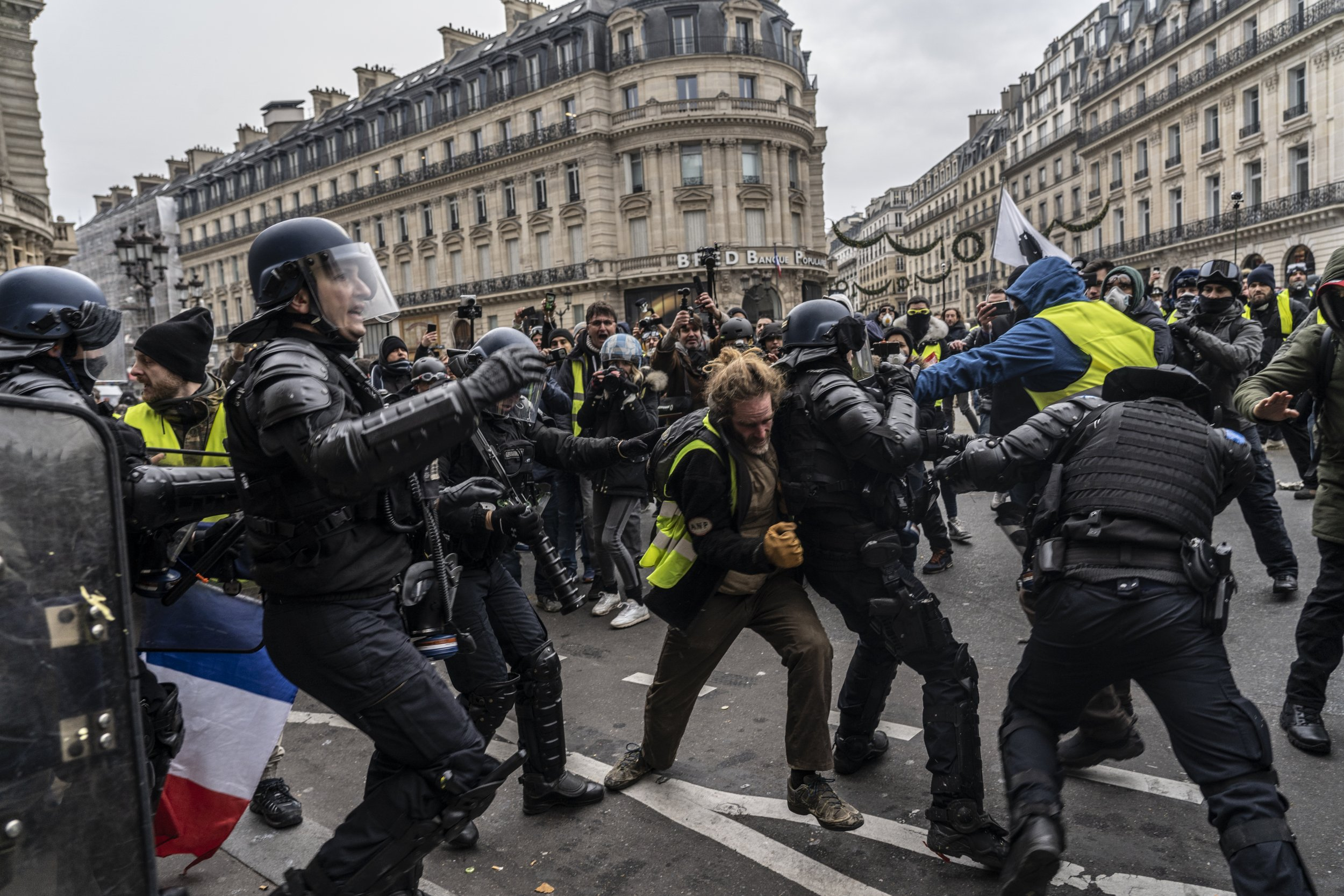 Gilets jaunes France protests Paris police yellow vests