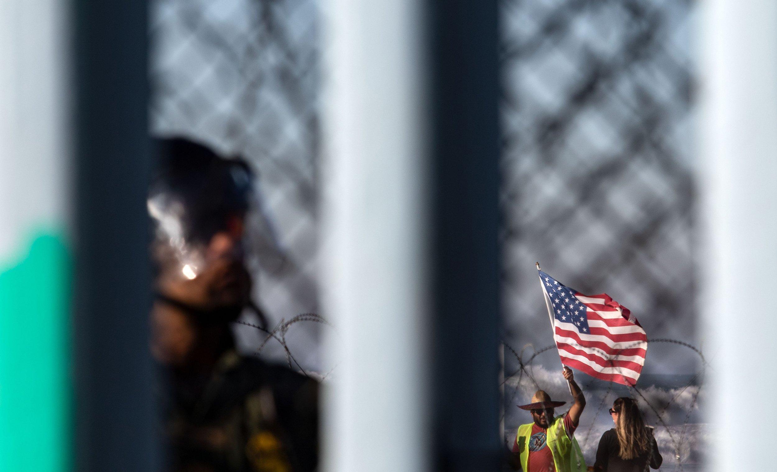 congressman-refugess-cage-border-agents-GettyImages-1074000270
