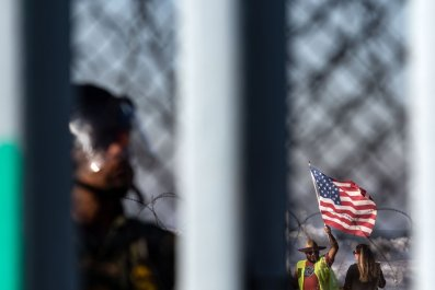 congressman-refugess-cage-border-agents-GettyImages-1074000270