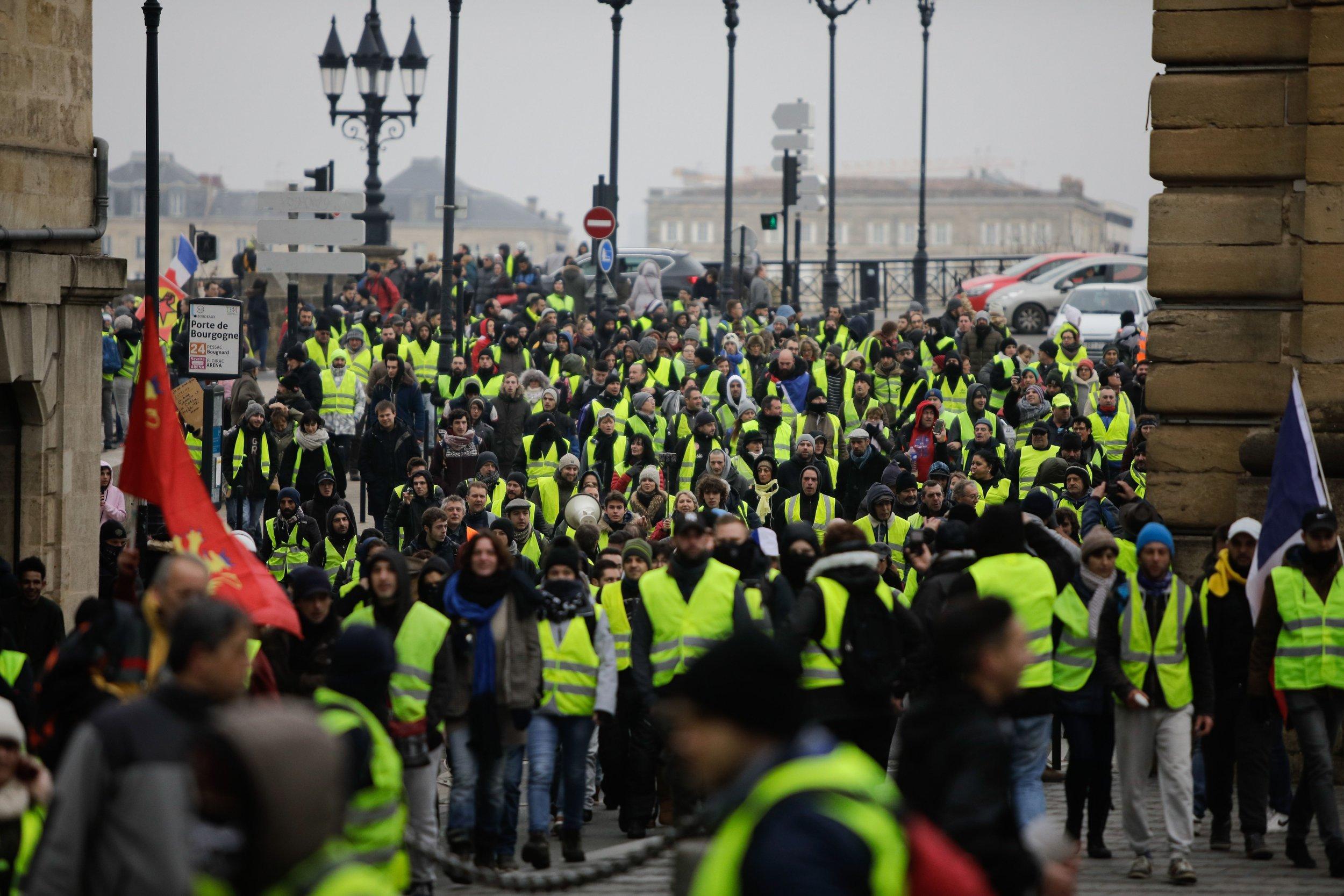 Gilets jaunes yellow vest Bordeaux France
