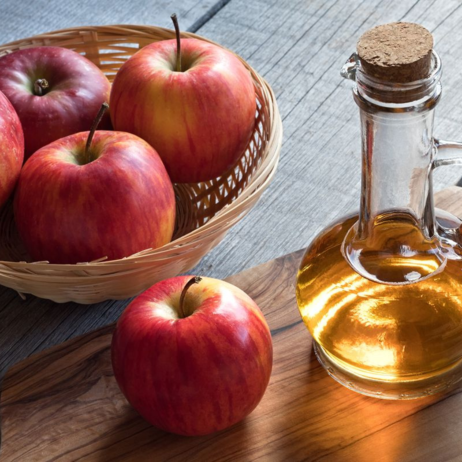 9 Surprising Apple Cider Vinegar Uses and Health Benefits