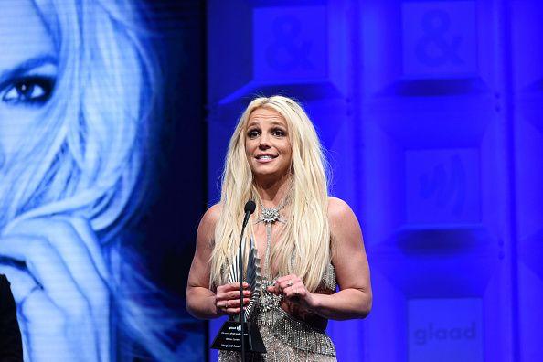Britney Spears Stops U...