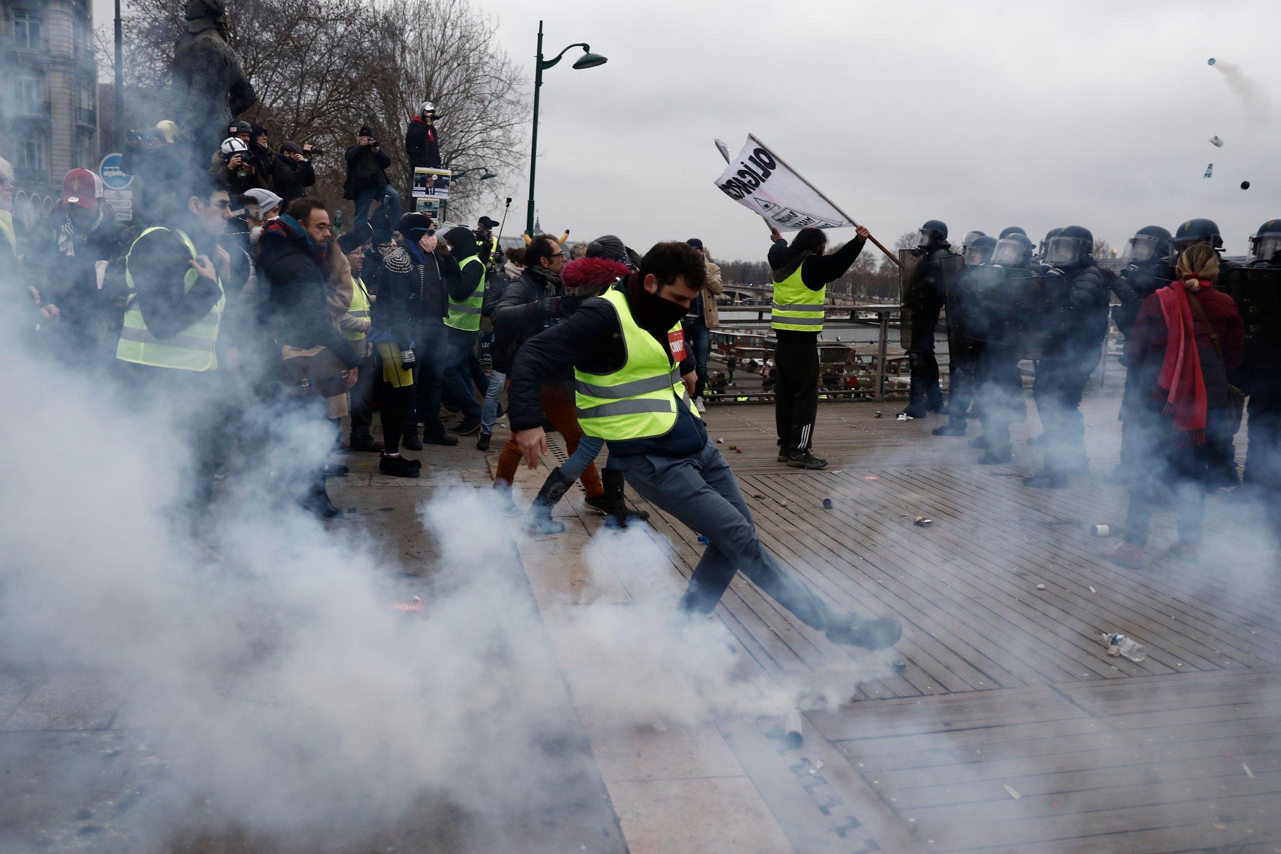 Yellow vests gilets jaunes protest tear gas Paris