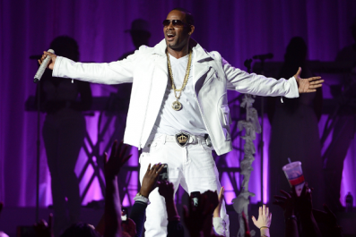 R. Kelly Victims Challenges Singer to Take a Lie Detector Test