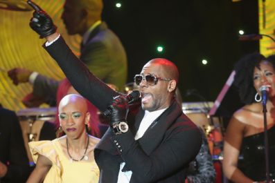 R. Kelly Former Manager Hit With Arrest Warrant