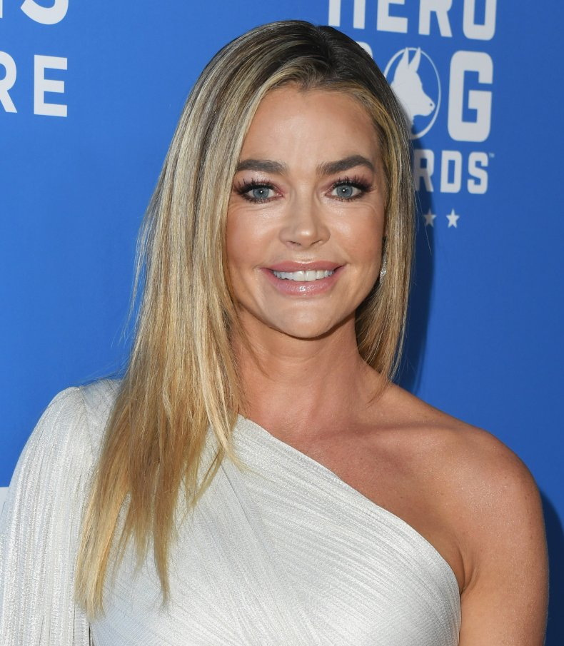 who, is, the, unicorn, the, masked, singer, Denise, Richards, tori, spelling, Charlie, sheen, ex-wife, clues