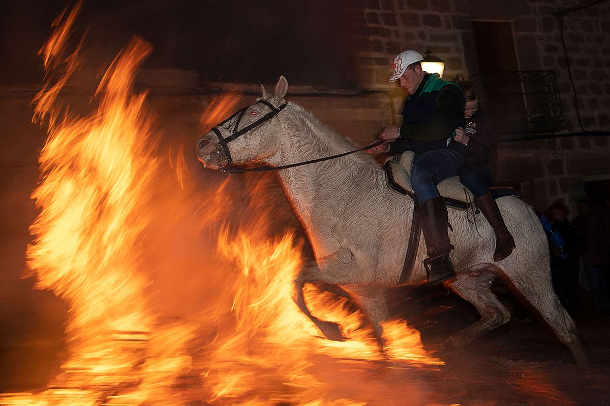 01 Las Luminarias horses fire Spain