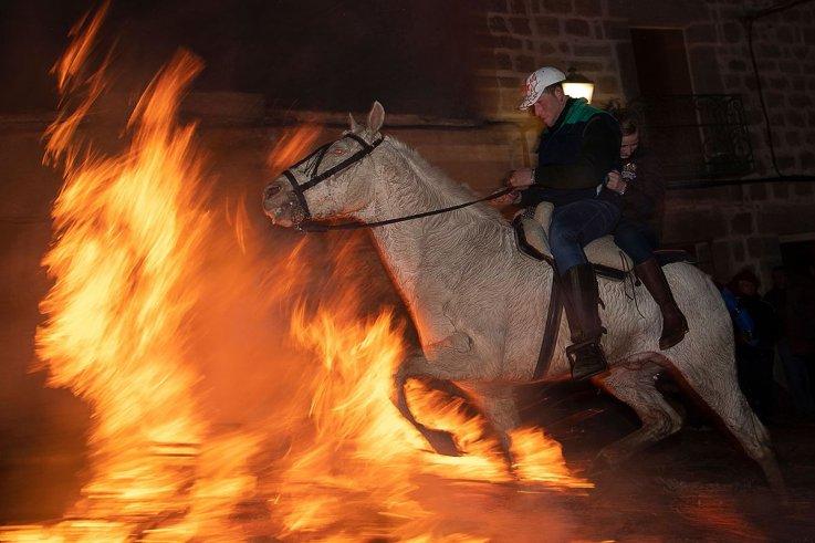 01 Las Luminarias horses fire Spain