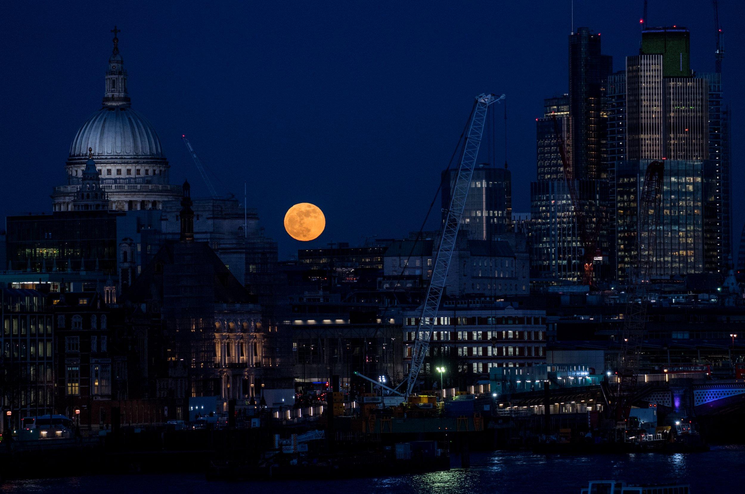 supermoon photo over london