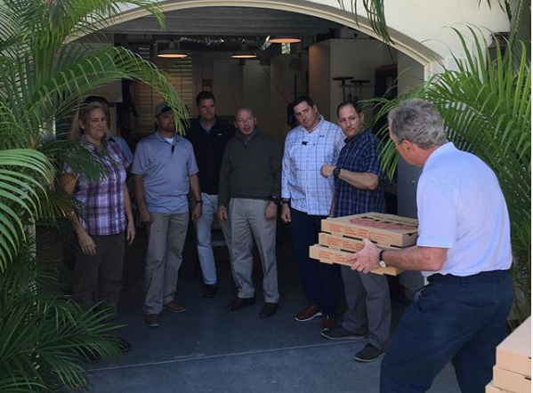 George W Bush delivers pizzas during shutdown