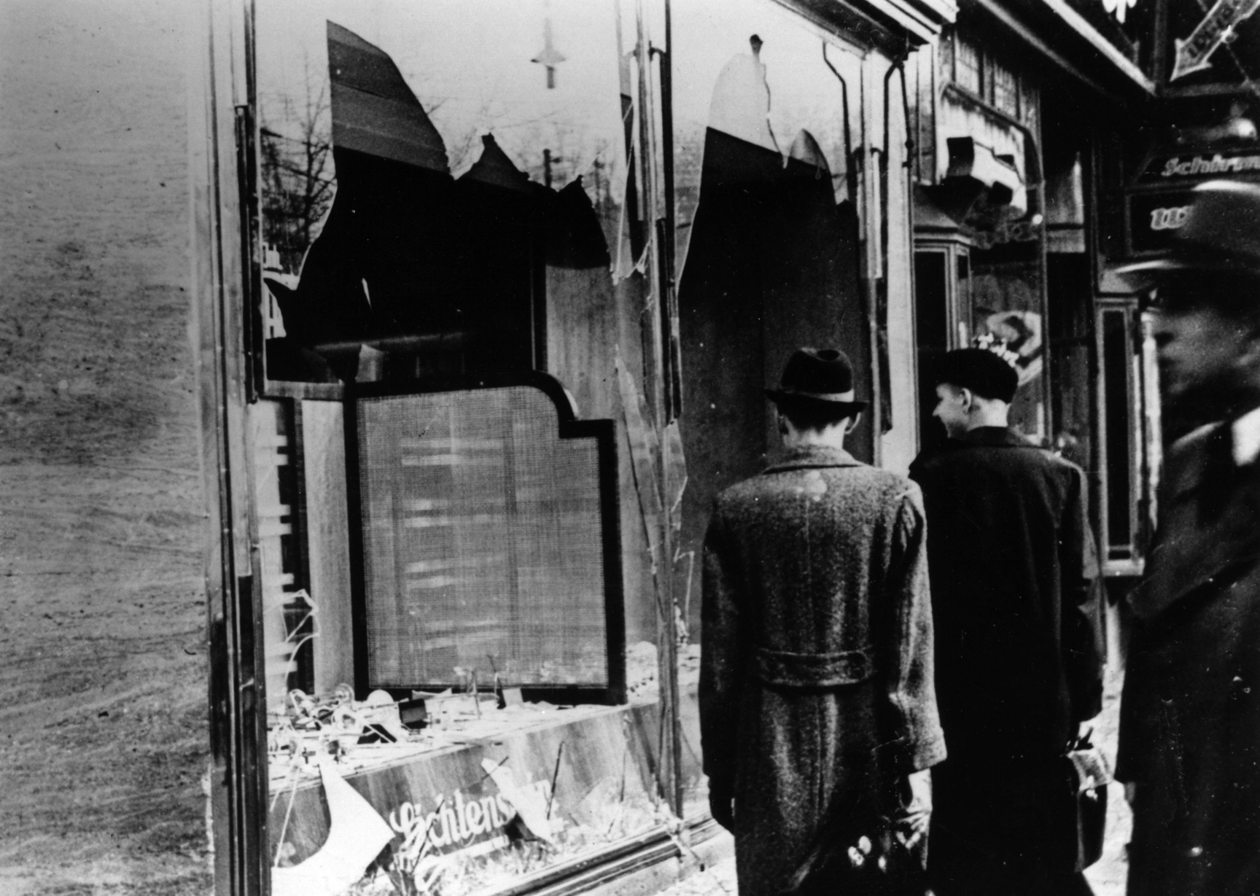 kristallnacht international holocaust remembrance day hitler timeline of events