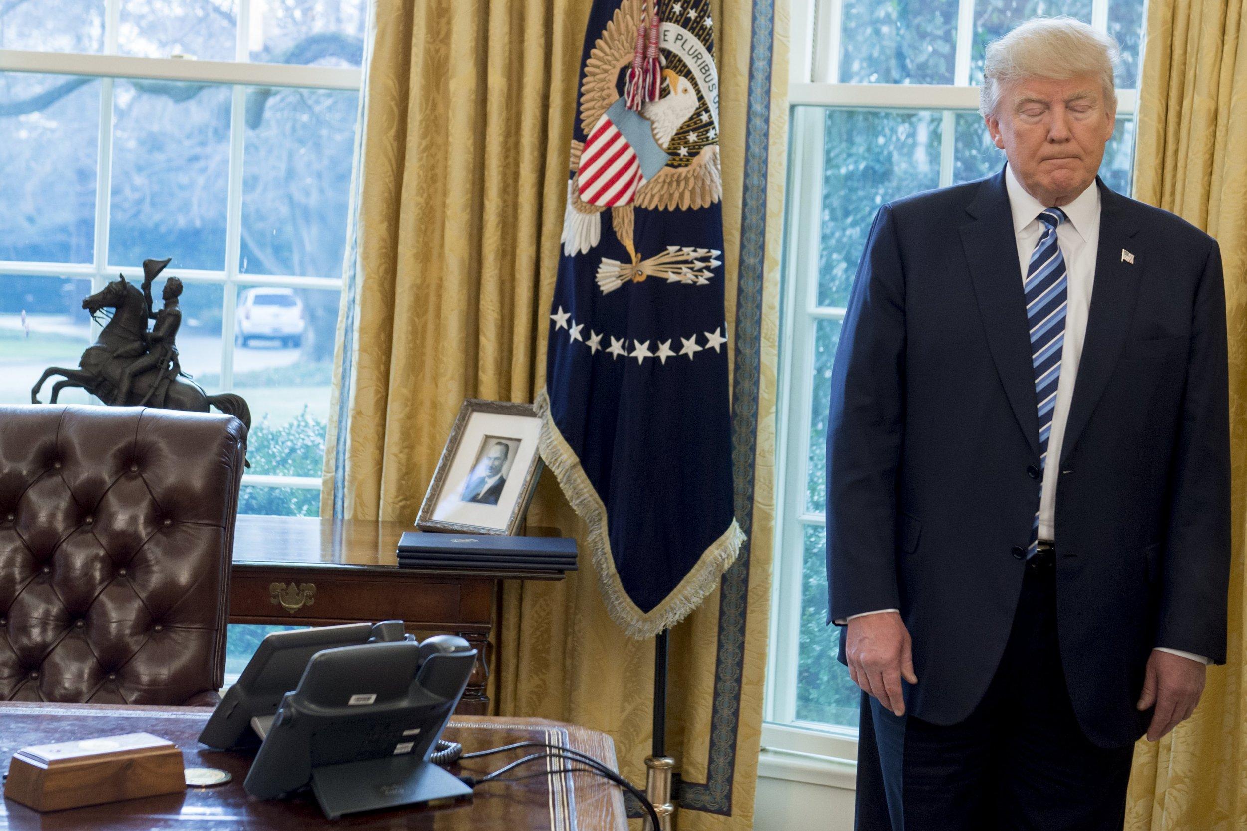 donald, trump, schedule, twitter, pence, intelligence