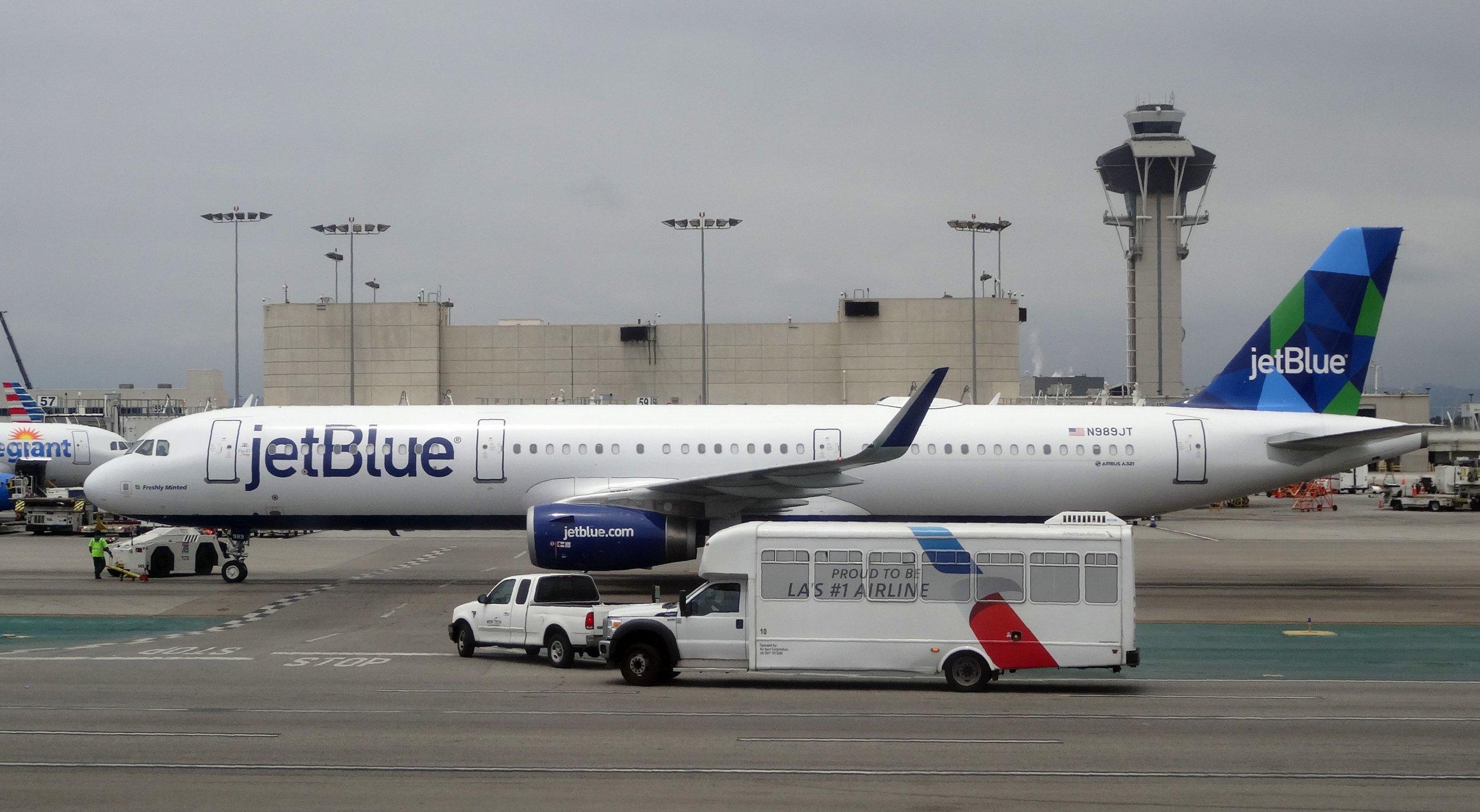 Lightning, Plane, JetBlue, Airplane, Emergency Landing, Overweight