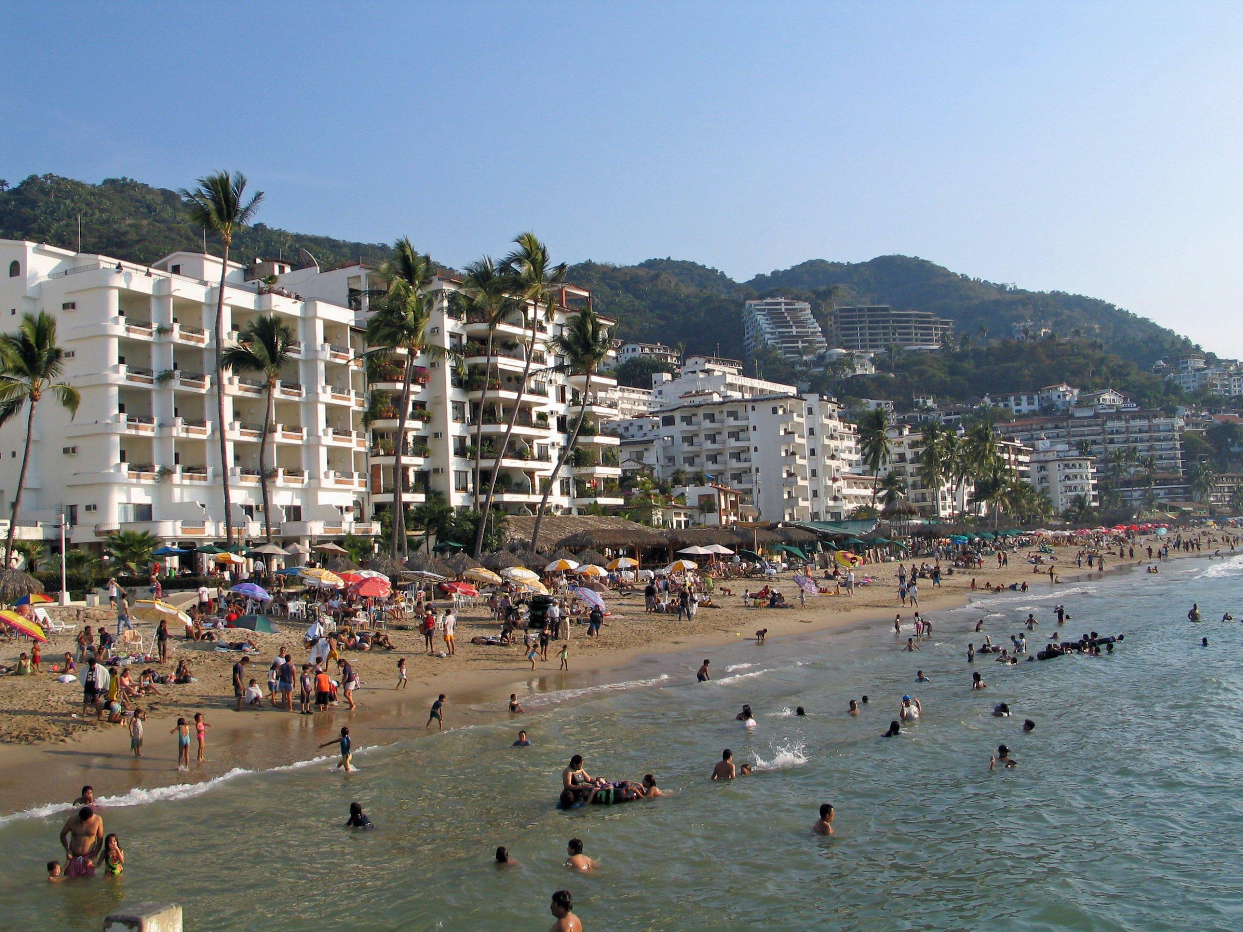 Playa Los Muertos, Puerta Vallarta's gay beach