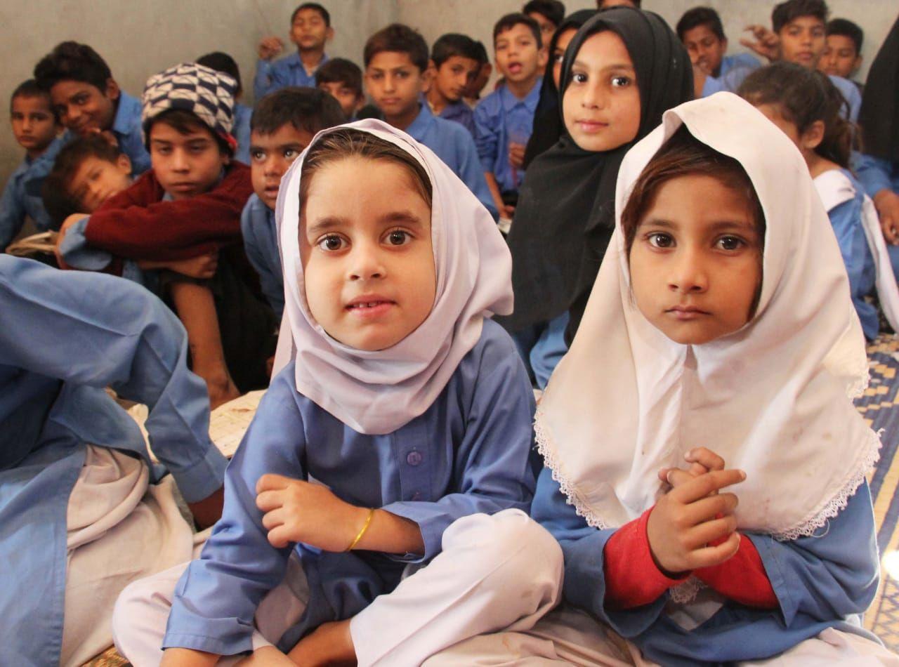 Pakistani children gathering to receive education