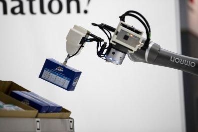 Automation-Robots-Workforce-Factories-Unemployment-1052437398