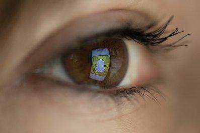 snapchat logo in eye