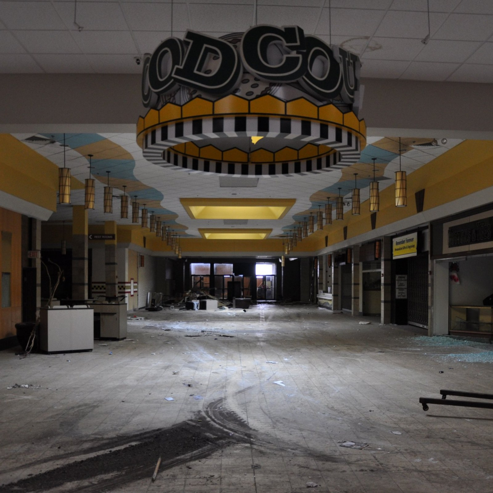 Death of Retail? Eerie Abandoned Malls Become Amazon Fulfillment Centers