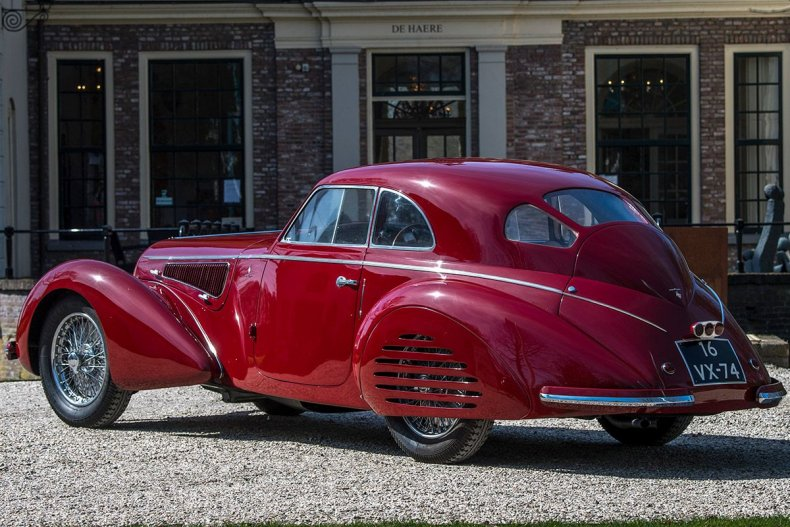 02-1939-Alfa-Romeo-8C-2900B-Touring-Berlinetta---©-Artcurial