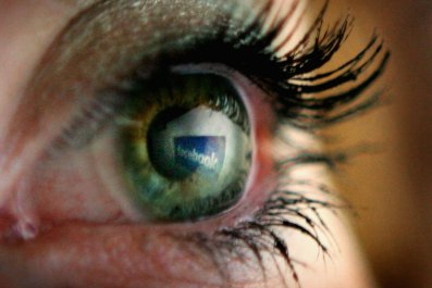 facebook reflected in eye