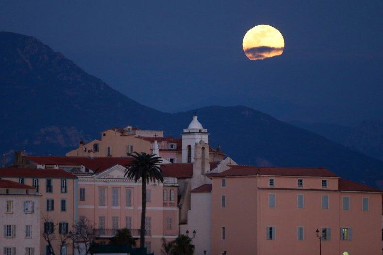 Supermoon Corsica