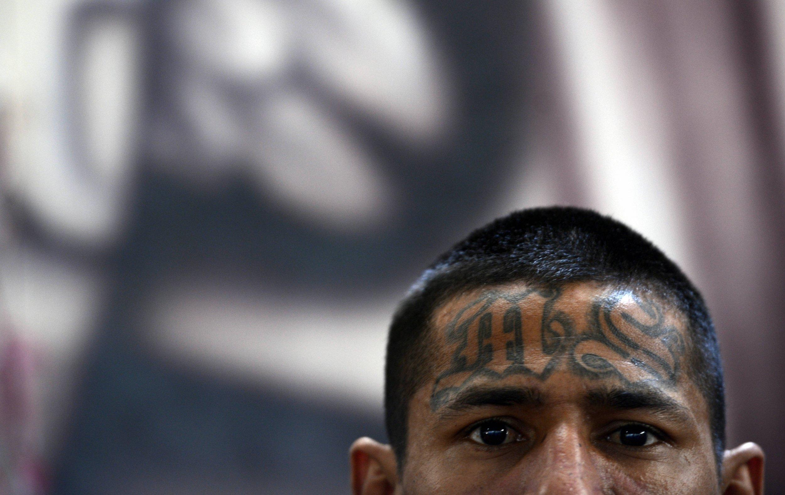 MS-13 police officers asylum American El Salvador