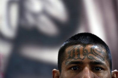 MS-13 police officers asylum American El Salvador