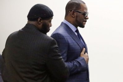 R. Kelly Update: Girlfriend Azriel Clary Told CBS' Gayle King She Tried to Kill Herself As a 'Cry For Help'