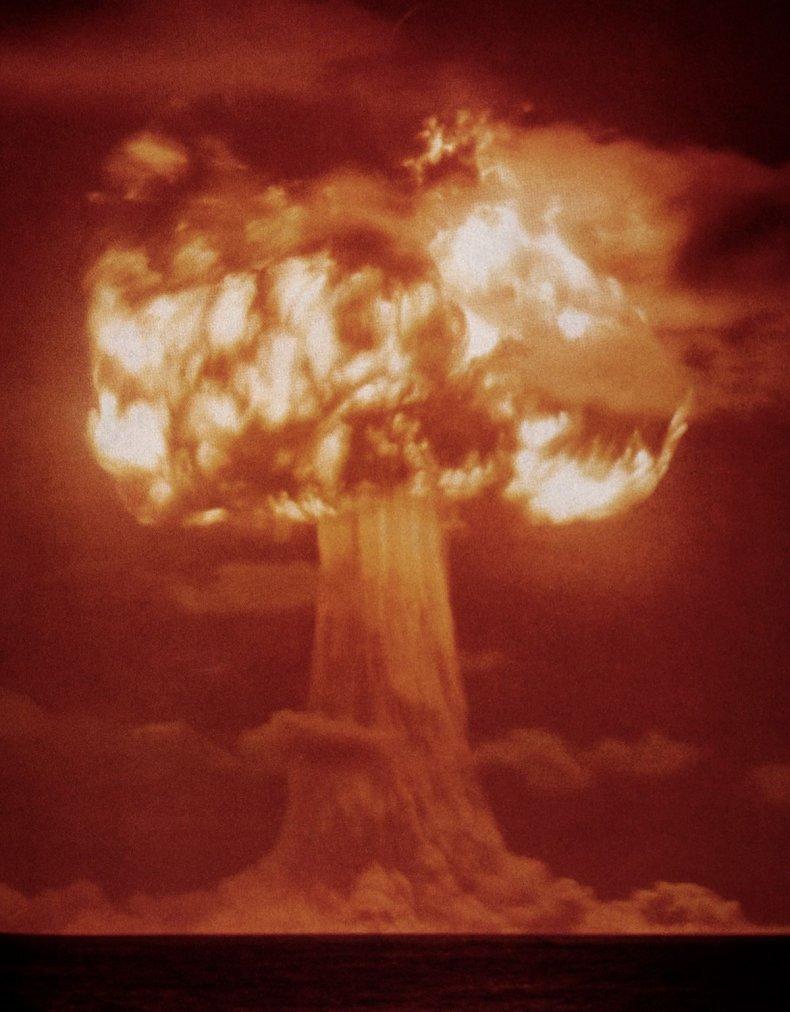 atom-bomb-trinity-test