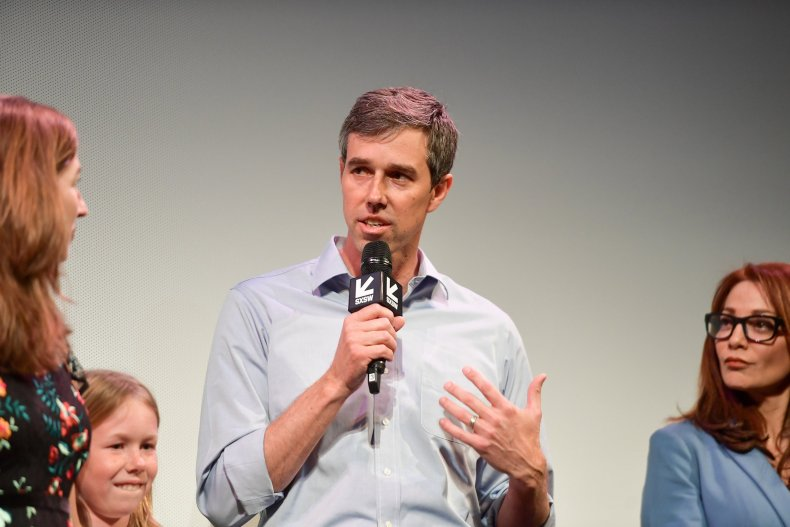 Beto O'Rourke hands Iowa, 2020