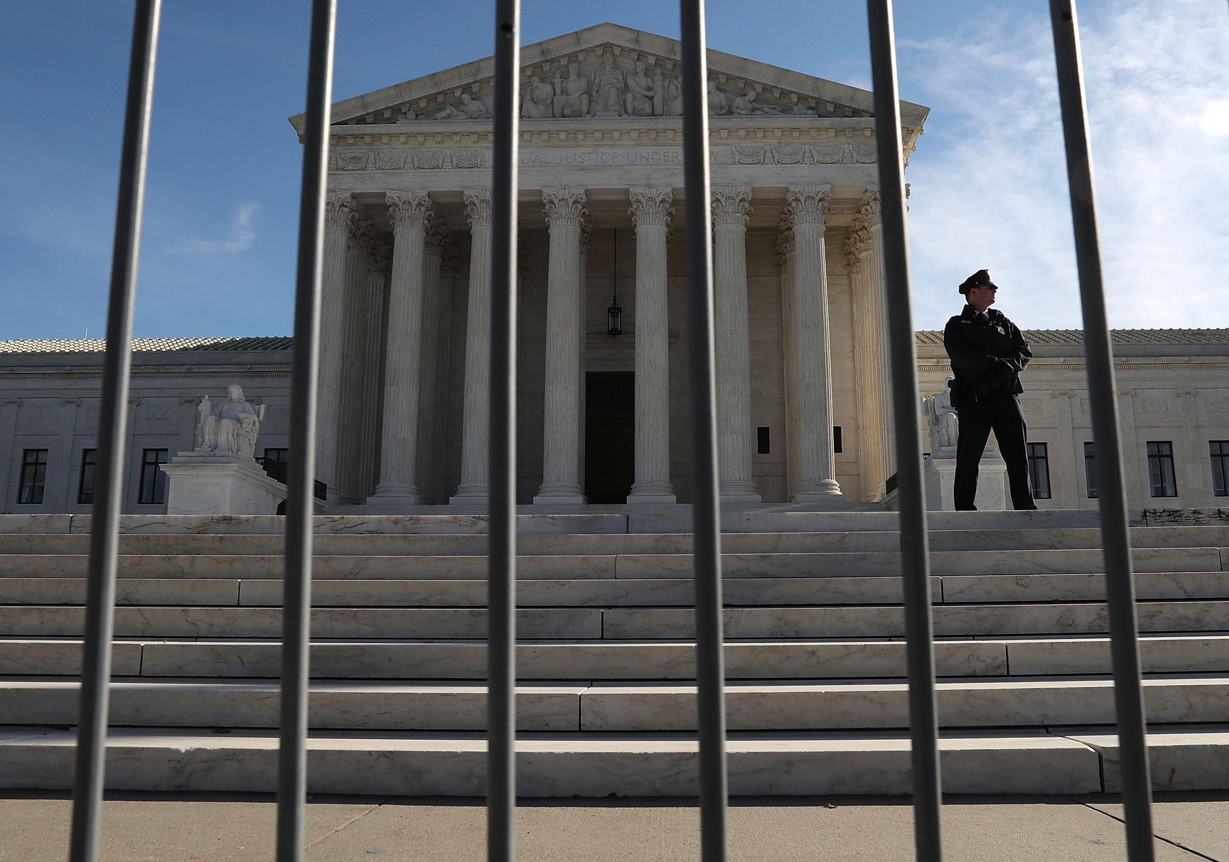 supreme, court, votes, immigrants, crime, detained