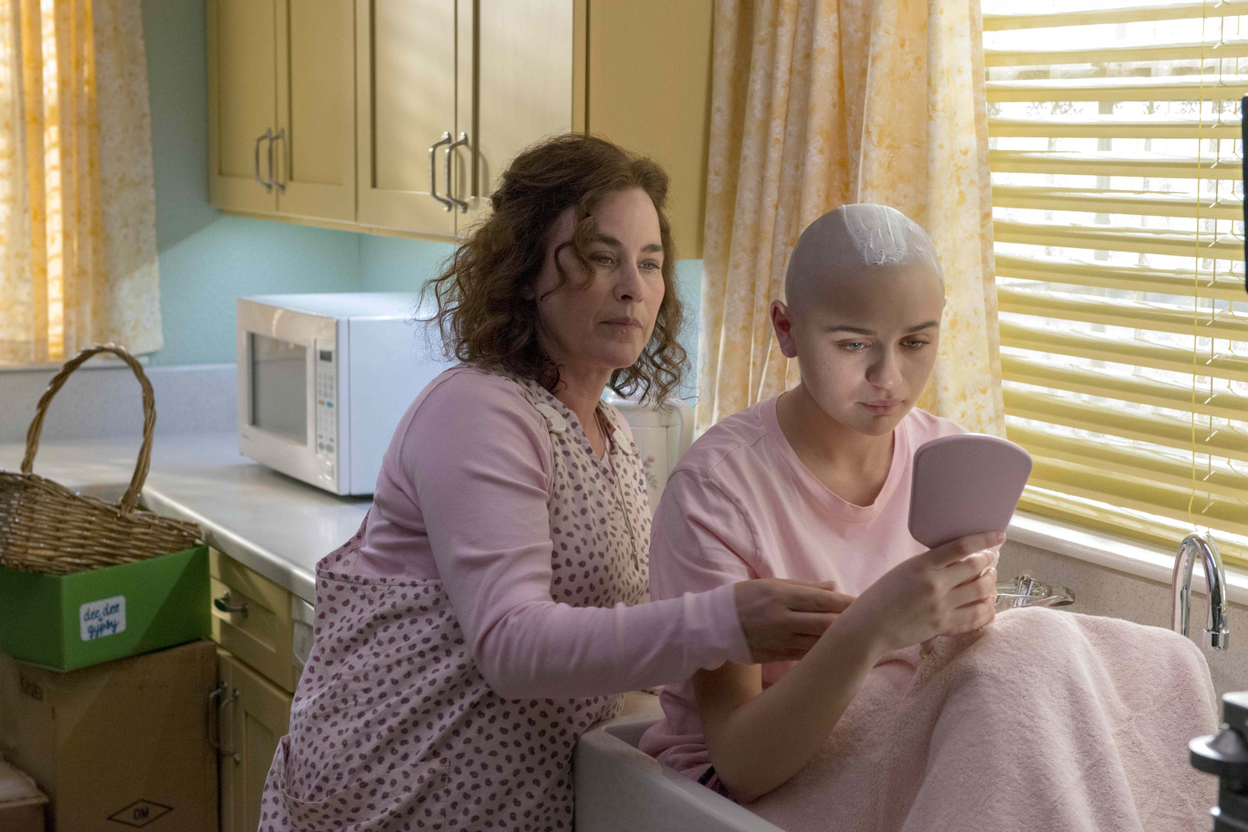 Joey King on The Act with Patricia Arquette