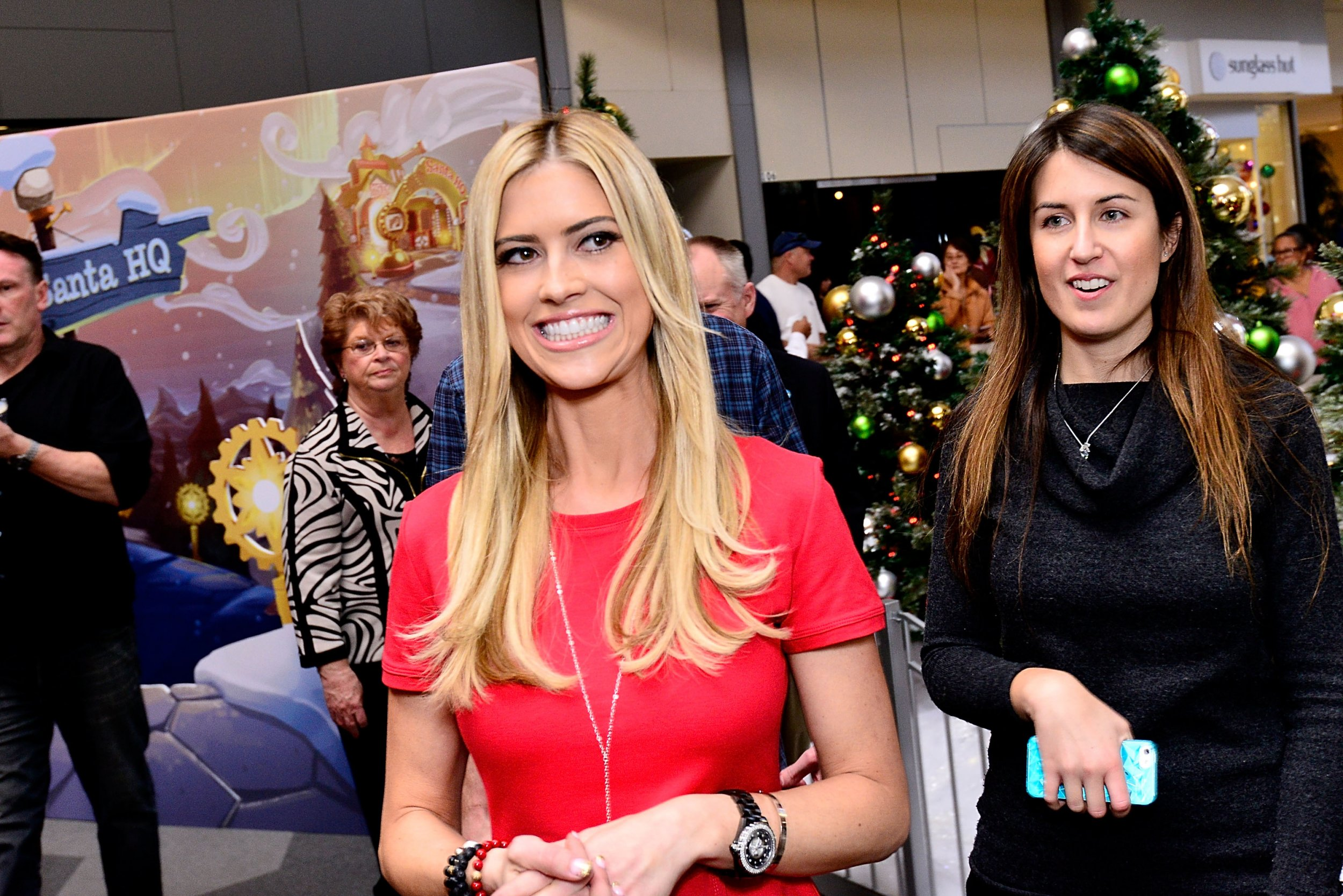 a68a81240130  Flip or Flop  Star Christina El Moussa Announces Pregnancy With New  Husband