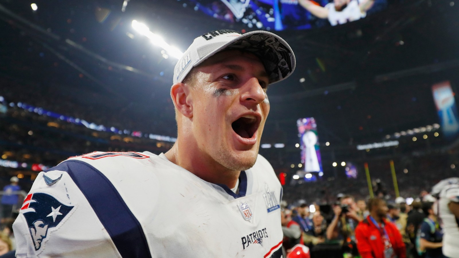 Tom Brady Nfl Twitter React To Rob Gronkowski S Retirement