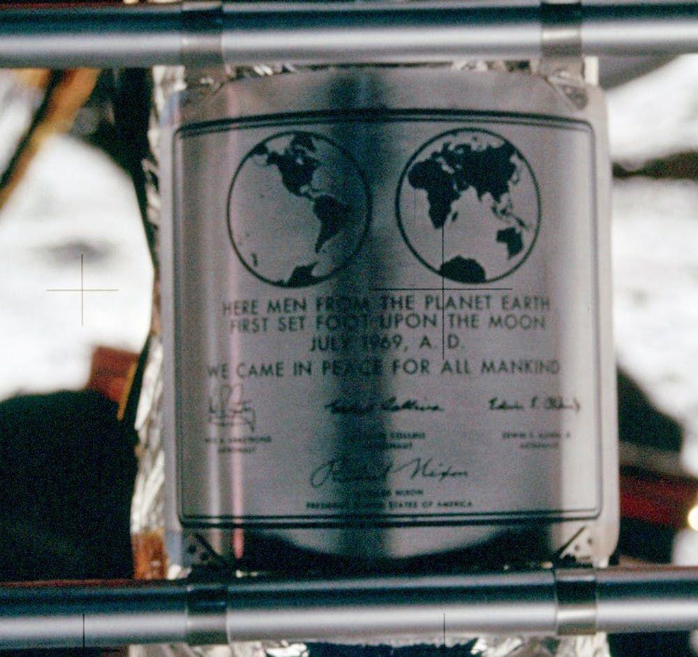 Apollo 11, Plaque