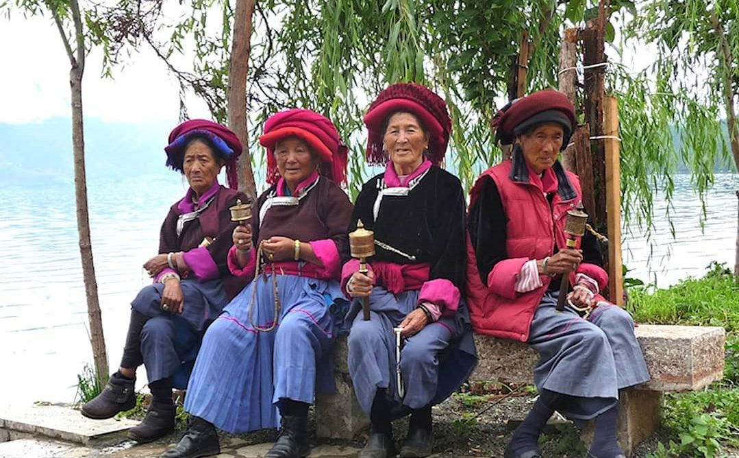 4 Mosuo women