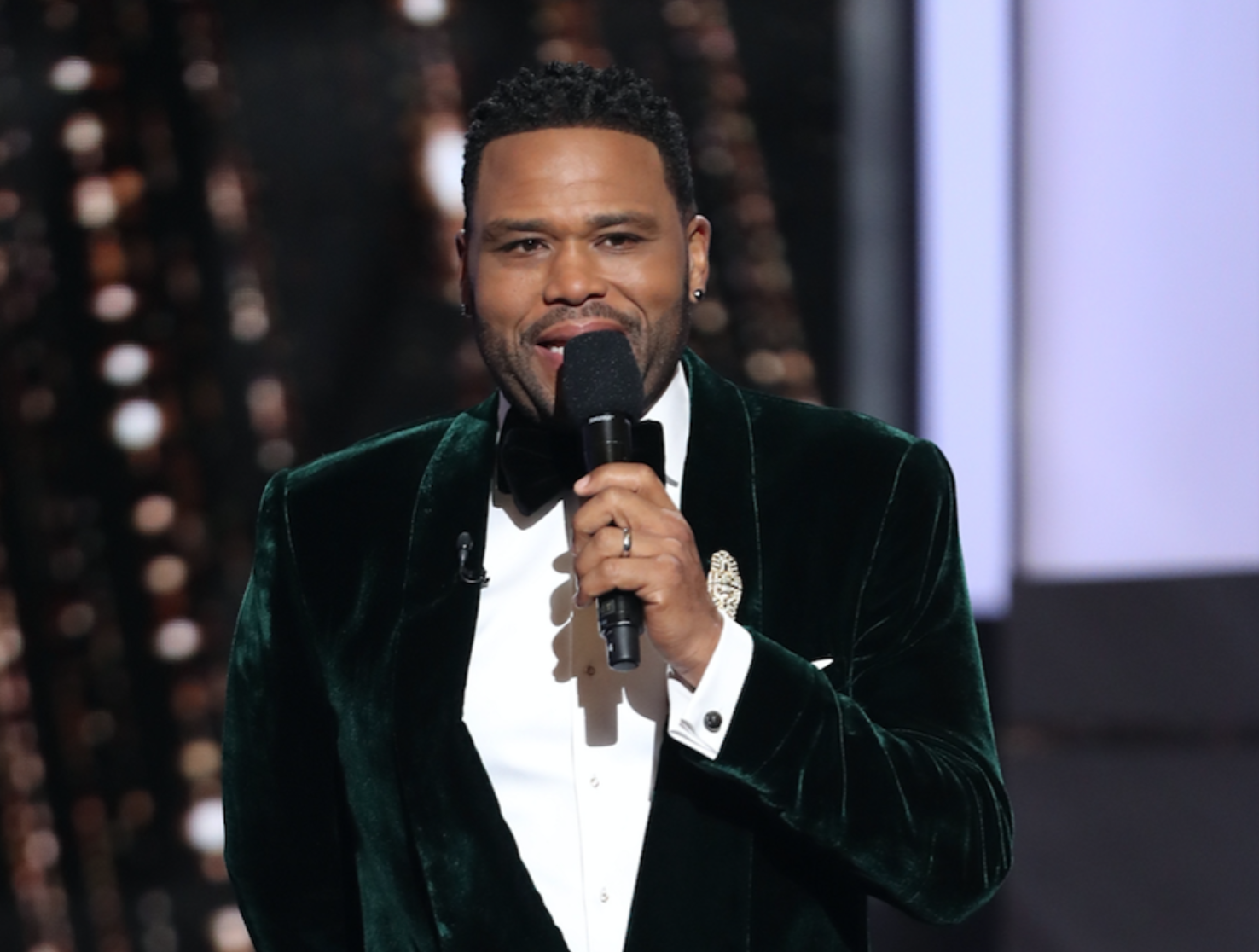 Anthony Anderson Hosting NAACP Image Awards