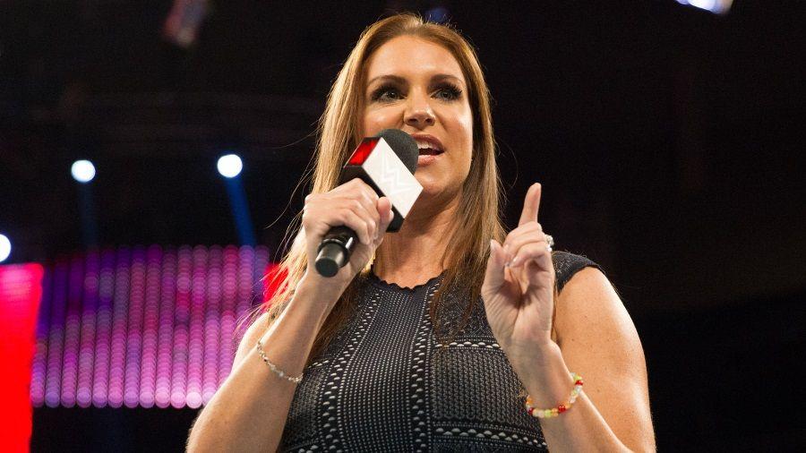 Stephanie_McMahon_bio wwe monday night raw