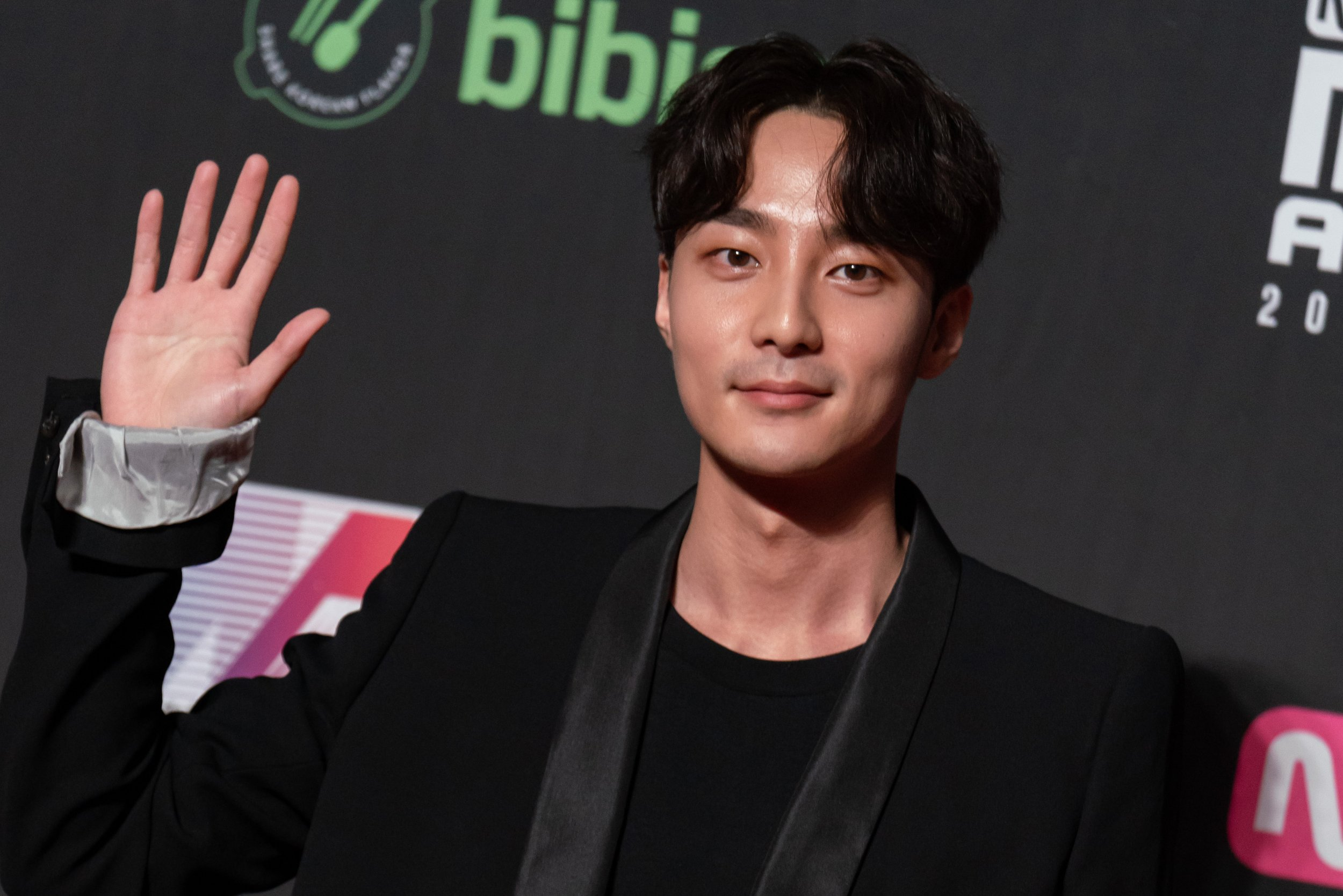 Roy Kim Suspected in K-Pop Chatroom Controversy