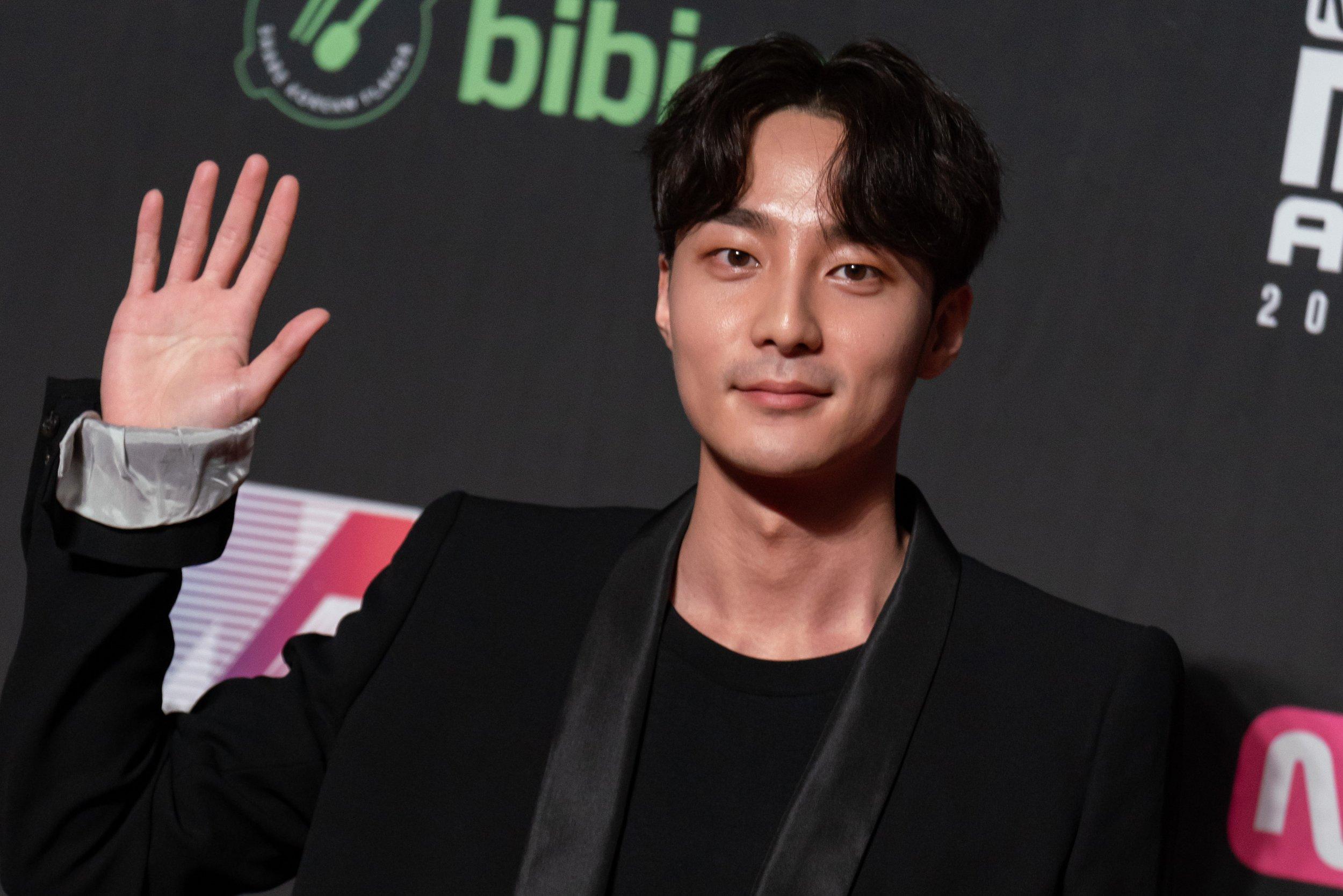 Roy Kim Suspected in K-Pop Chatroom Controversy