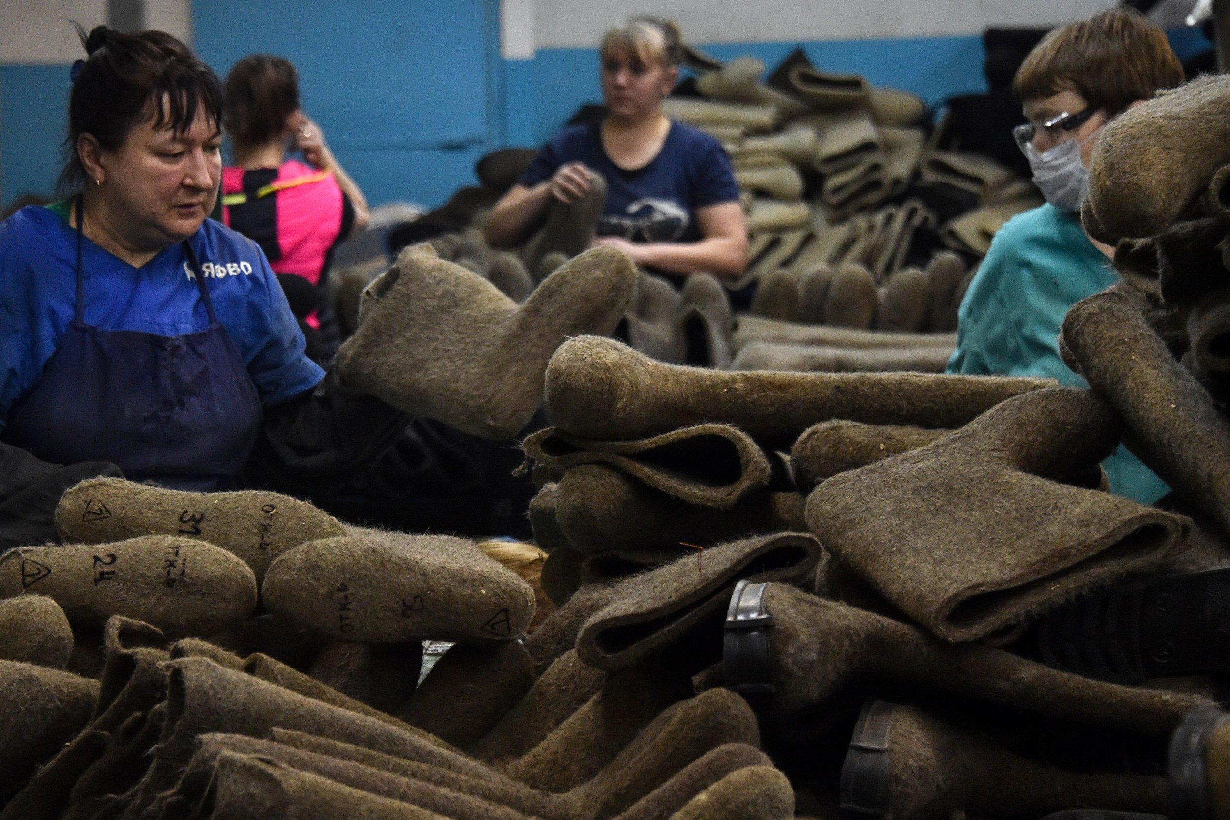 Russia poverty shoes Kremlin Peskov