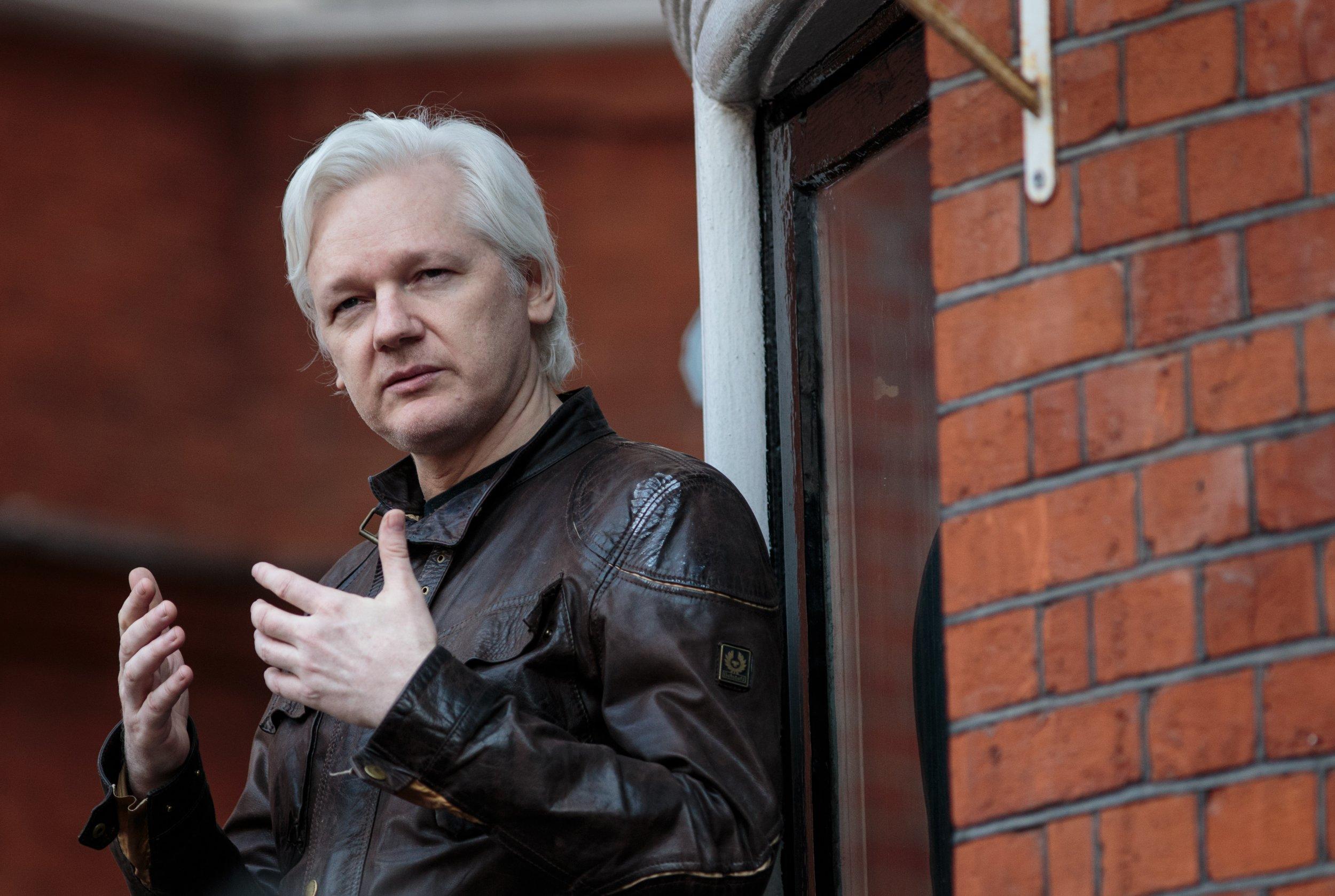 julian assange - 5 часов