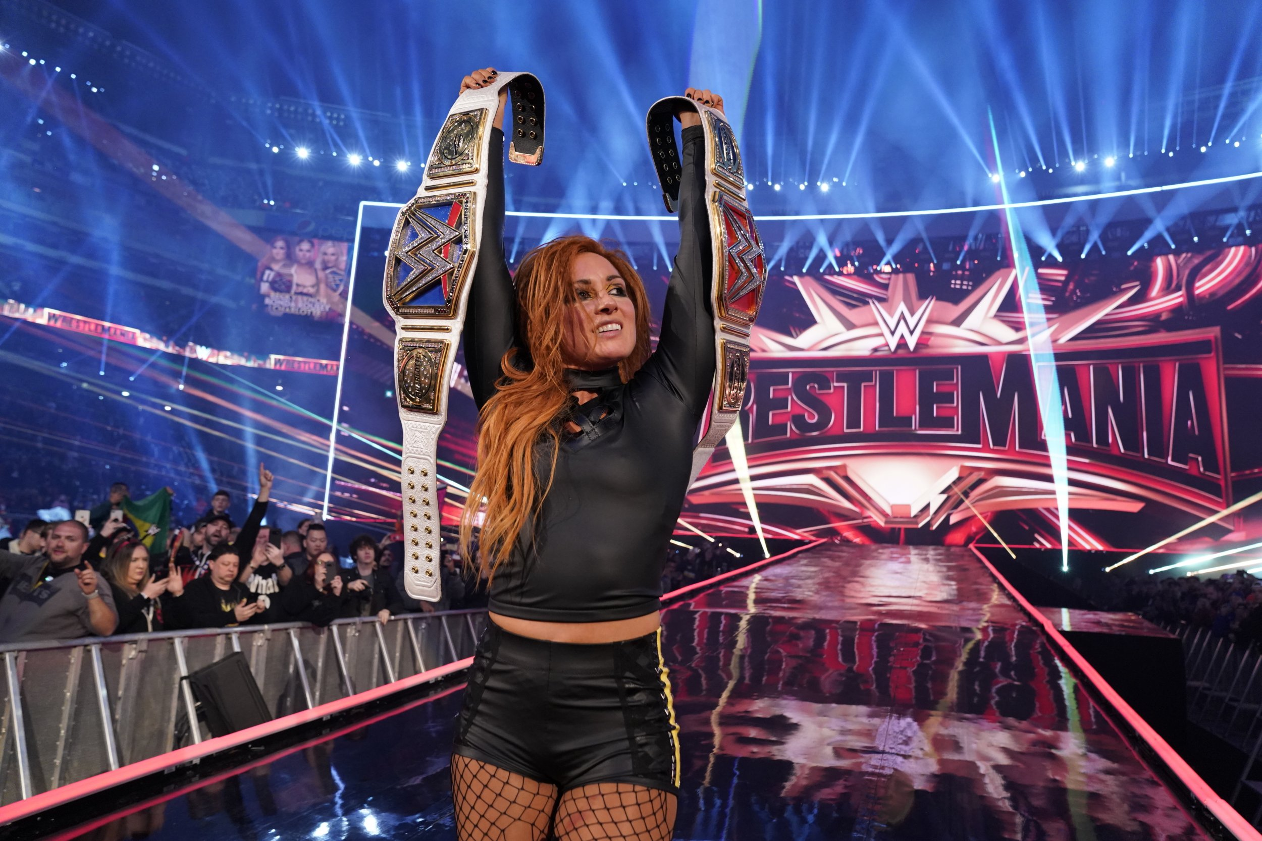becky lynch wrestlemania 35 wwe wins raw smackdown womens championships