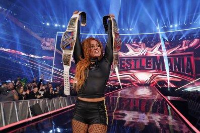 becky lynch wrestlemania 35 wwe wins raw smackdown womens championships
