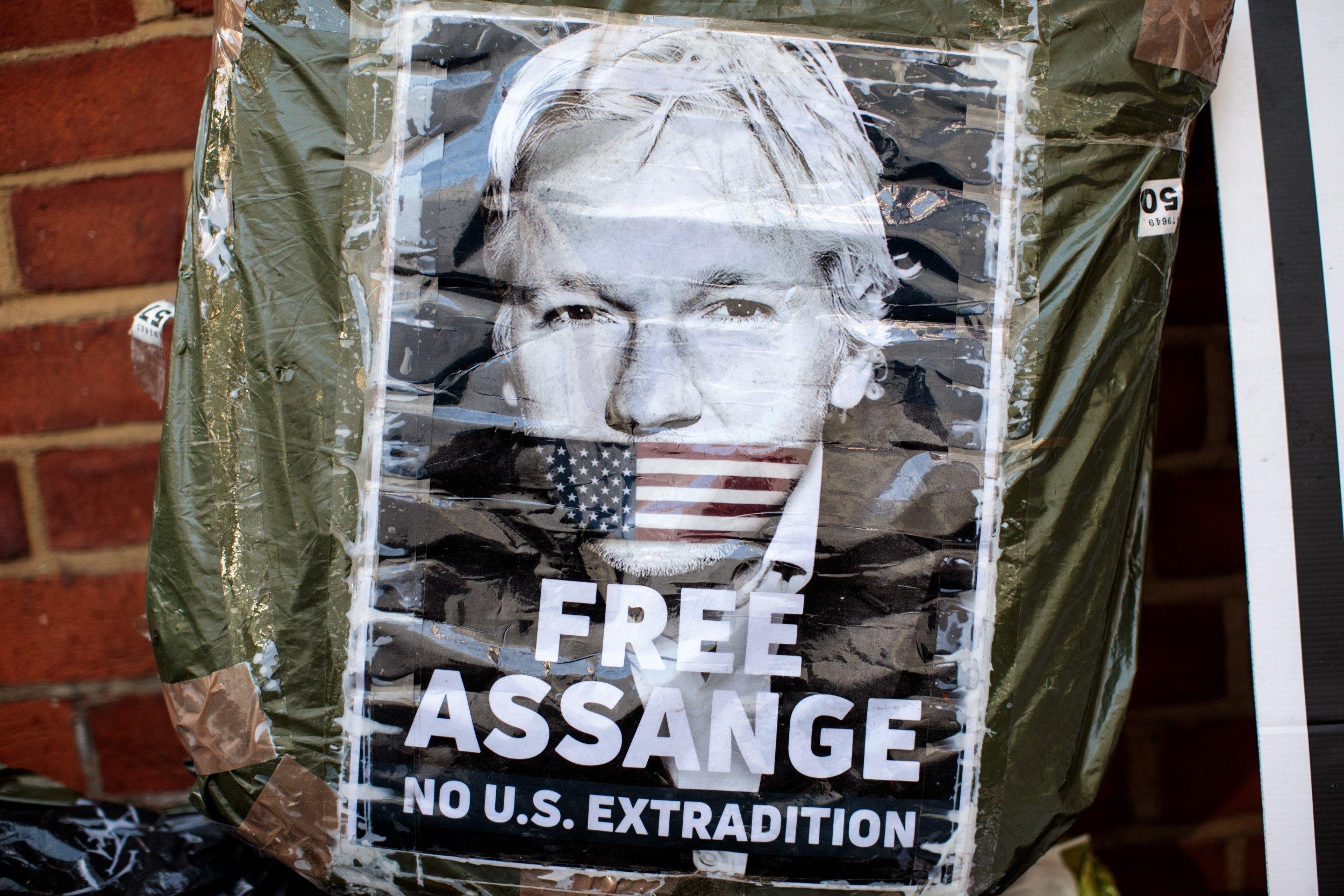 Sean Hannity Julian Assange WikiLeaks