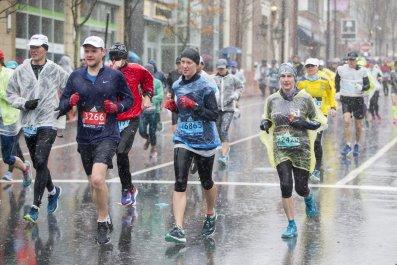boston marathon 2018 rain runners