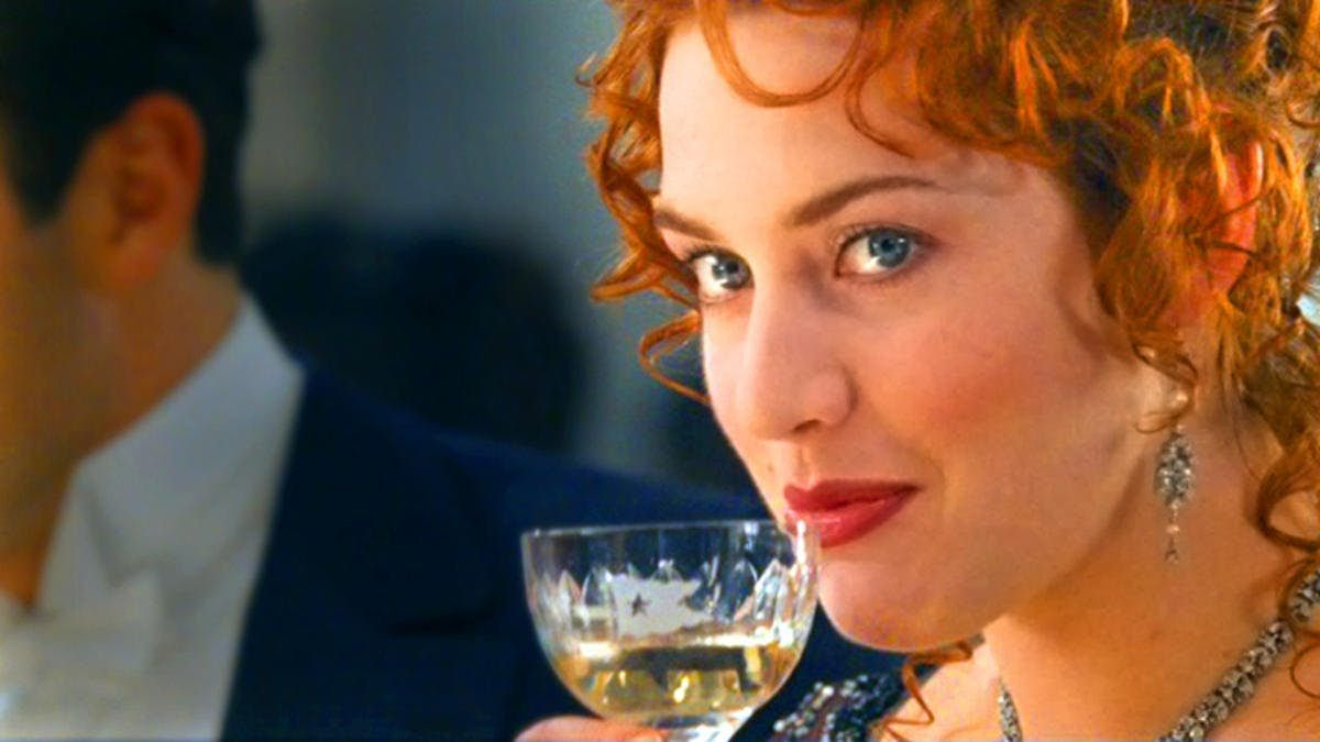 Winslet-Drinking-Champagne titanic