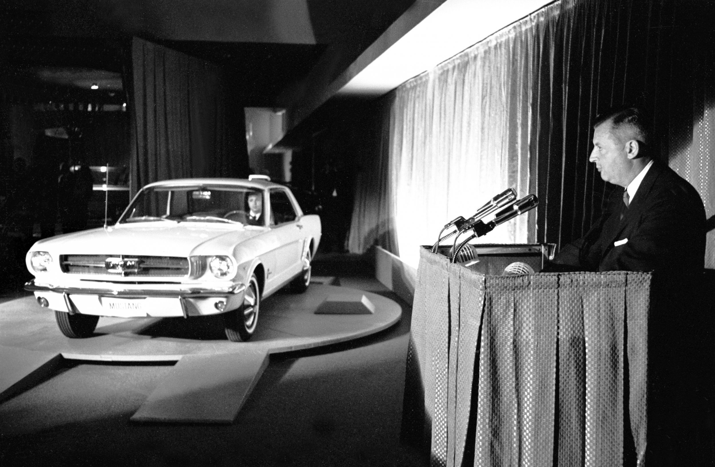 Q2_1964-Worlds-Fair_Ford-Mustang-intro